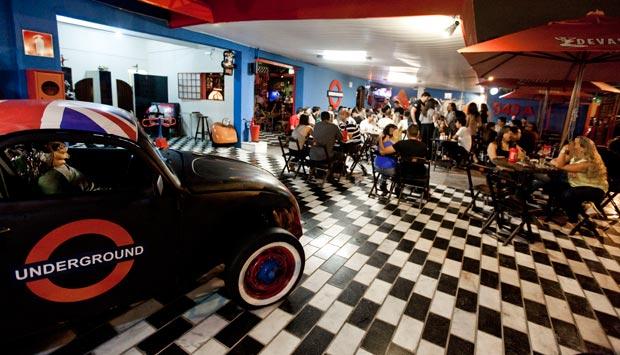 casa old school - um pub rock bar em contagem    mg